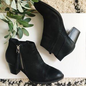 Vionic upright Sterling black boot